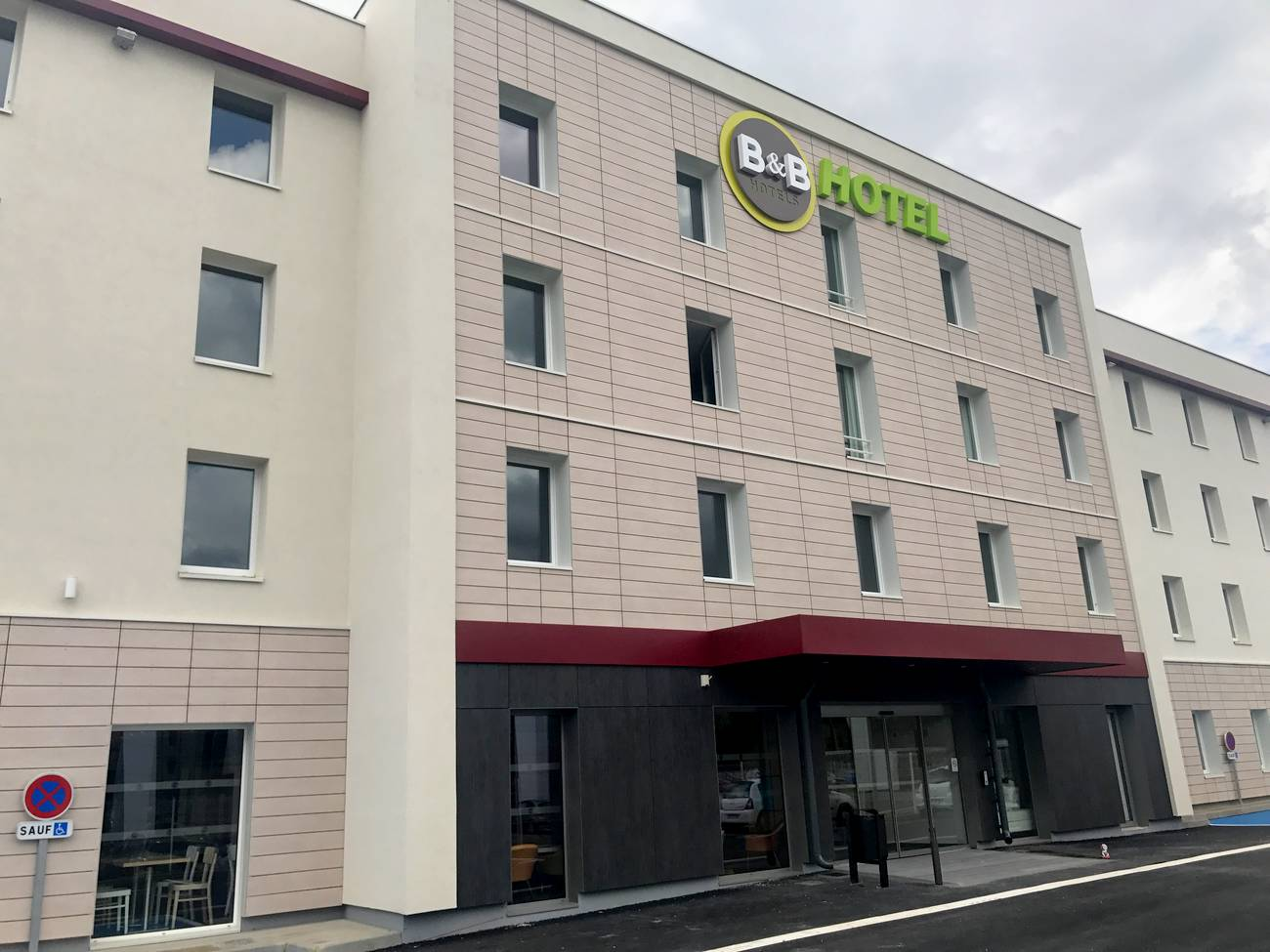 facade-hotel-bb-chartres-oceane-2